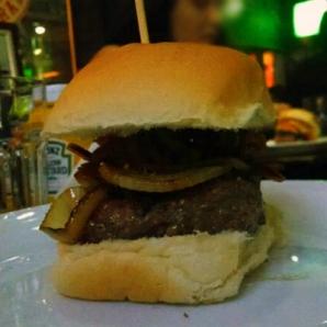 Hambúrguer de 162g + cebola grelhada + bacon