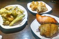 Pratos quentes: Tempurá, Teppanyaki, Guioza e Harumakis