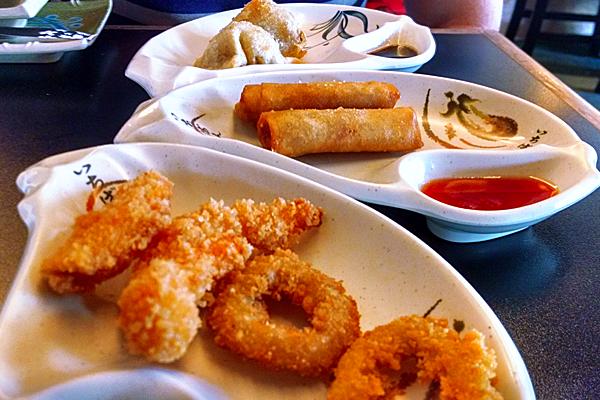 Guioza, camarão e lula empanada e o harumaki